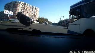 Форд запутался в проводах и перевернулся на крышу(Уникальное на наш взгляд ДТП произошло в городе Владимир. На довольно оживленном перекрестке, и фактически..., 2013-01-30T14:25:36.000Z)