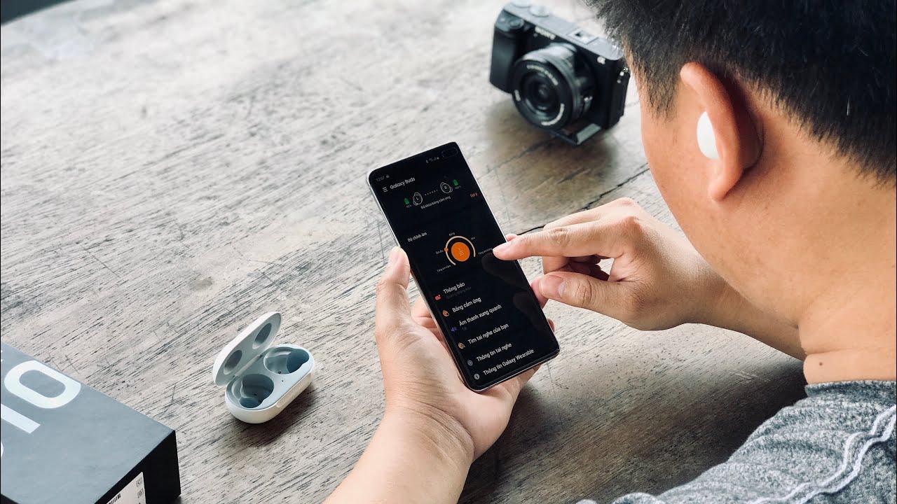 Cách sử dụng Tai nghe Galaxy Buds tặng kèm Galaxy S10, S10+, S10E