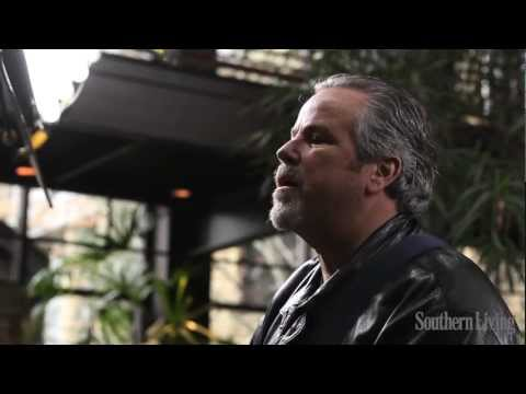"Robert Earl Keen Performs ""I Gotta Go"" | Southern Living"