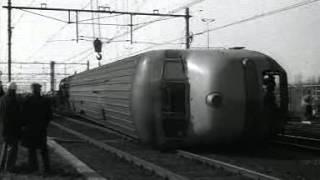 Repeat youtube video Treinongeluk bij Hoek van Holland (1978)