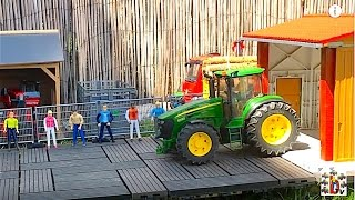 BRUDER TOYS TRACTOR exhibition Farm