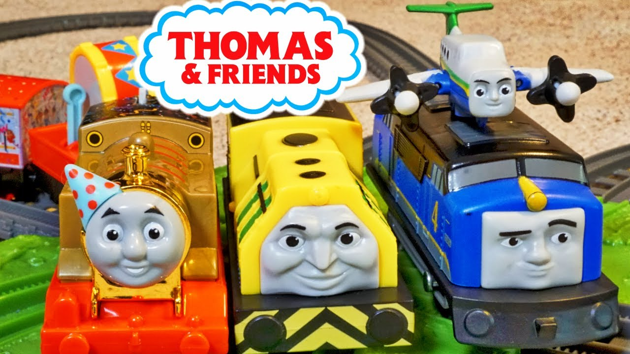 Thomas and Friends 75th Birthday Race with Gustavo and Raul on a Figure 8 Builder Track!