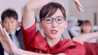 女優の綾瀬はるかと、江崎グリコの従業員など総勢約400人が出演する新TV...