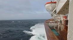 MS Artania in schwerem Sturm