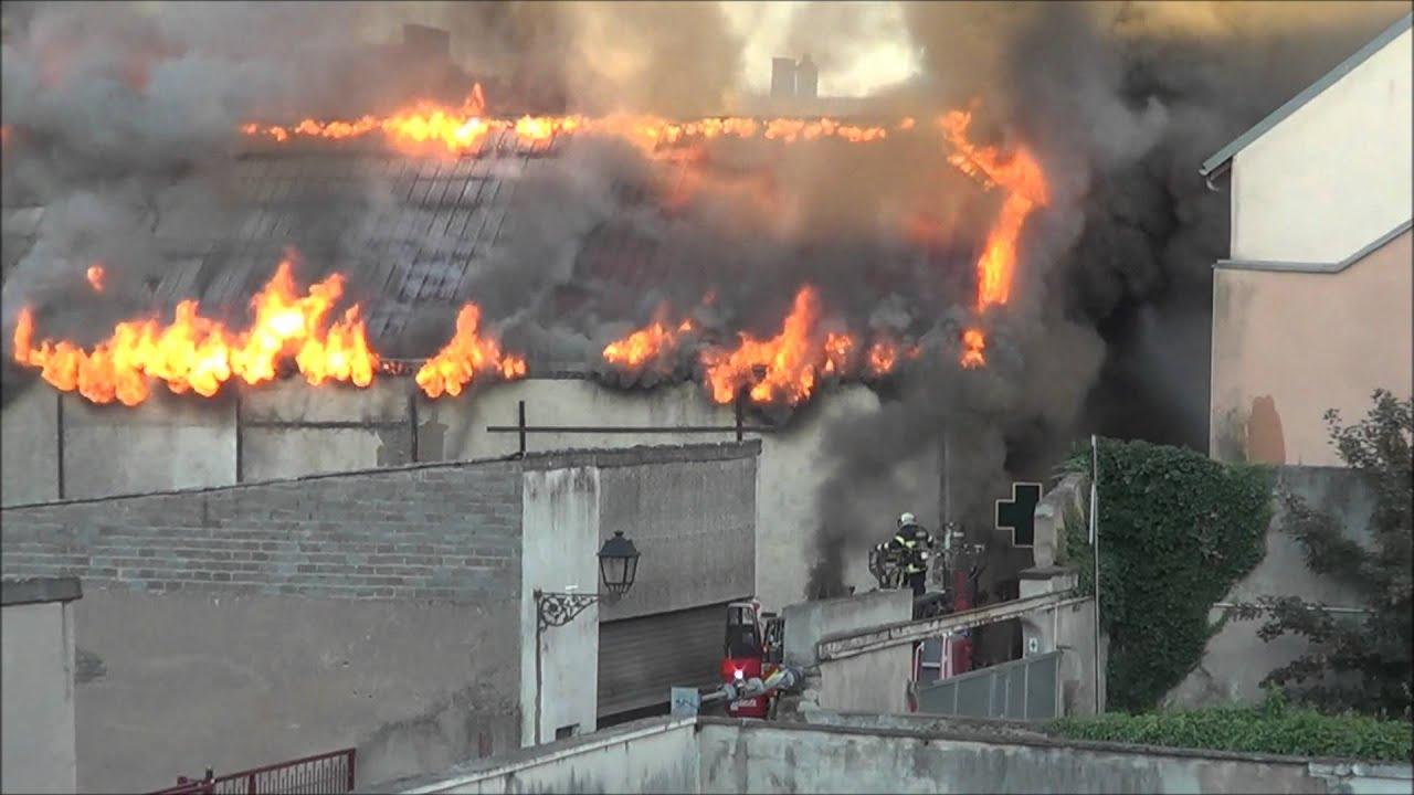 Centre ville de sarreguemines le feu ravage un entrep t 1 for Piscine de sarreguemines