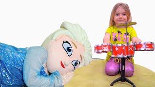 Bogdan o trezeste pe Elsa cu instrumente muzicale  Bogdan إيقاظ إلسا بالآلات الموسيقية !!