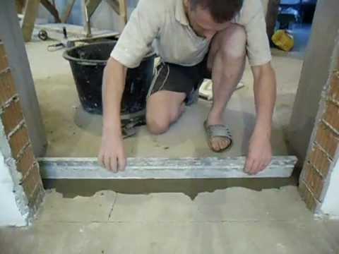 видео: Выравнивание полов плиточным клеем