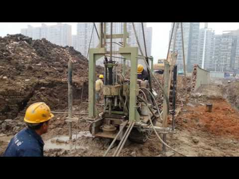 Domestic civil engineering by crawler chassis rig)