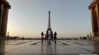 A compilation of 104 movie clips from Uniqlock Season-6 Paris Style...