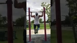 Osvaldo Rios y Alessandro haciendo ejercicios al aire libre