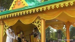 Sultan, Sultanah Kedah dibawa berarak 'temui' rakyat naiki Bahtera Layang Emas