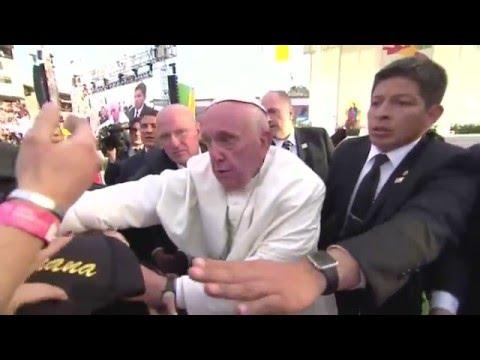"""""""No seas egoísta""""; regaña el Papa Francisco a feligrés en Morelia"""