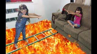 JULIA salva sua irmã gêmea do chão é lava! the floor is lava