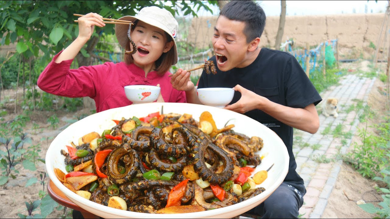 ENG SUB【紅燒黃鱔】幾十條黃鱔先炸後炒,鮮香肉嫩、脆爽彈牙,媳婦猛啃上癮了!|野食 wild cooking |IT小食哥