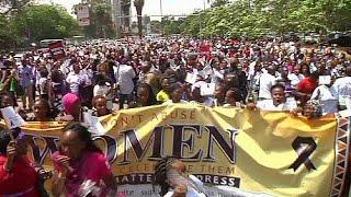 Kenya: protesta donne, dopo aggressioni a ragazze in minigonna