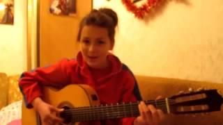 Талантливая девочка поет и играет на гитаре красиво! Классная песня о любви(Талантливая девочка поет и играет на гитаре красиво! Классная песня о любви., 2013-10-30T15:45:14.000Z)