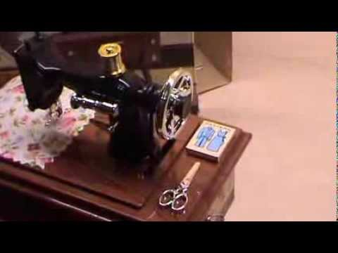 Vintage Mini Treadle Sewing Machine Design Mechanical Music Box Simple Singer Sewing Machine Music Box