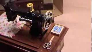 Vintage Mini Treadle Sewing Machine Design Mechanical Music Box Sartorius Model Musical Toy Desktop