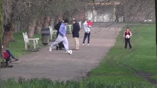 David Beckham and His Boys Play Ball Out in London | Daily Celebrity News | Splash TV