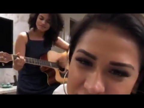 Simone Mendes (e Simaria) canta