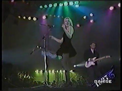 """Отличное выступление Петси Кензит и группы """"Eight Wonder"""" на фестивале Sanremo 87"""