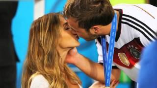Final-Held Mario Götze holt sich den Kuss von Ann-Kathrin