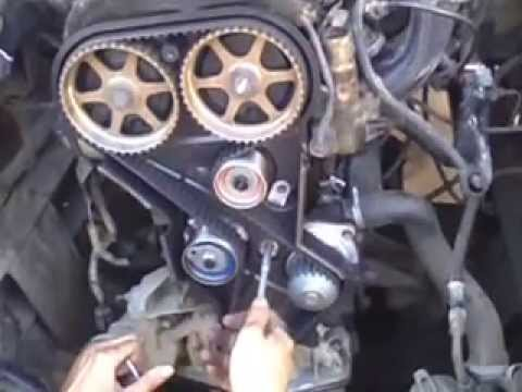 двигателем Крайслер возле