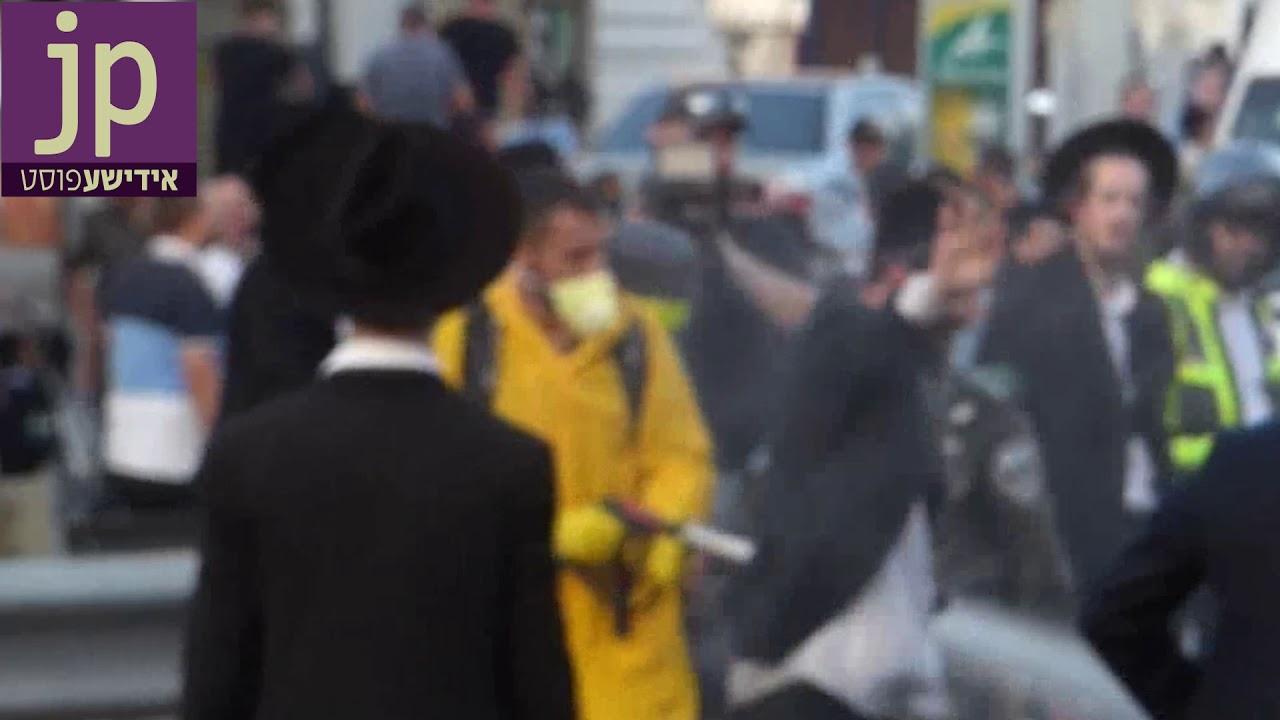 וידאו בלעדי: בניגוד לנהלי המשטרה שוטר משפריץ הישר לפניו של מפגין את מי הבואש