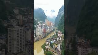What's like living in this narrowly cramped town on riverside in SW China's Yunnan?