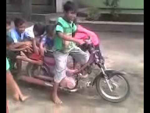 Bocah Balap Liar Drag Motor Lucu
