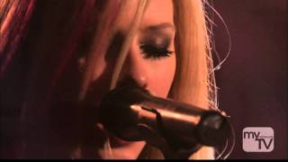 Avril Lavigne - Keep Holding On (live)