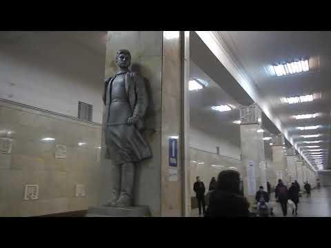 Станция Партизанская - вход и скульптура Зои Космодемьянской   | Московский метрополитен