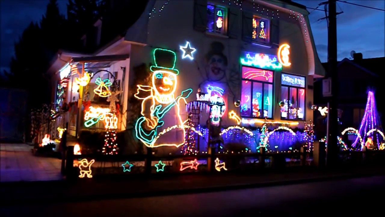 Slayer Weihnachtsbeleuchtung.Video This Guy Synced Up His Home S Christmas Light Show To Ac Dc S