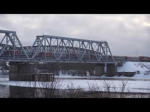 Поезда по жд мосту через реку Луза  Декабрь 2017 г