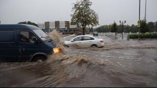Потоп после дождя в Электростали.(Вот такую картинку я сегодня наблюдал и даже немножечко поснимал в районе 17-18 часов в Электростали, на перес..., 2016-08-30T17:33:04.000Z)