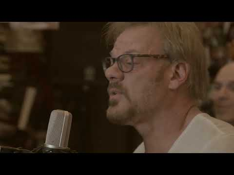 Phil Vassar talks about Songwriting and Performs Carlene