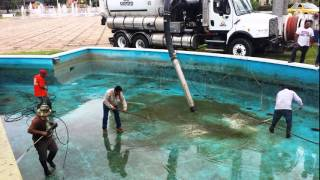 Remozan la avenida Paseo Tabasco con barrido y pintado