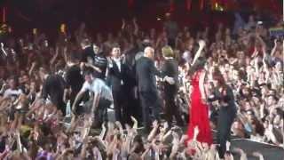 Les enfoirés 2013 - Final - Attention au départ + la chanson des restos