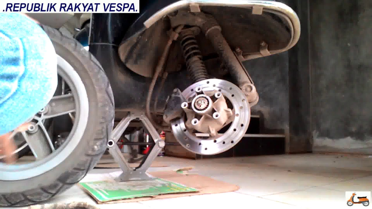 DIY REMOVE AND INSTALL FRONT WHEEL VESPA LX 125