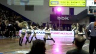 Stylecheers, cheerleaders del Bilbao Basket, con Sobe Son