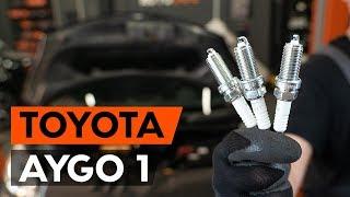 Remove Spark Plug TOYOTA - video tutorial