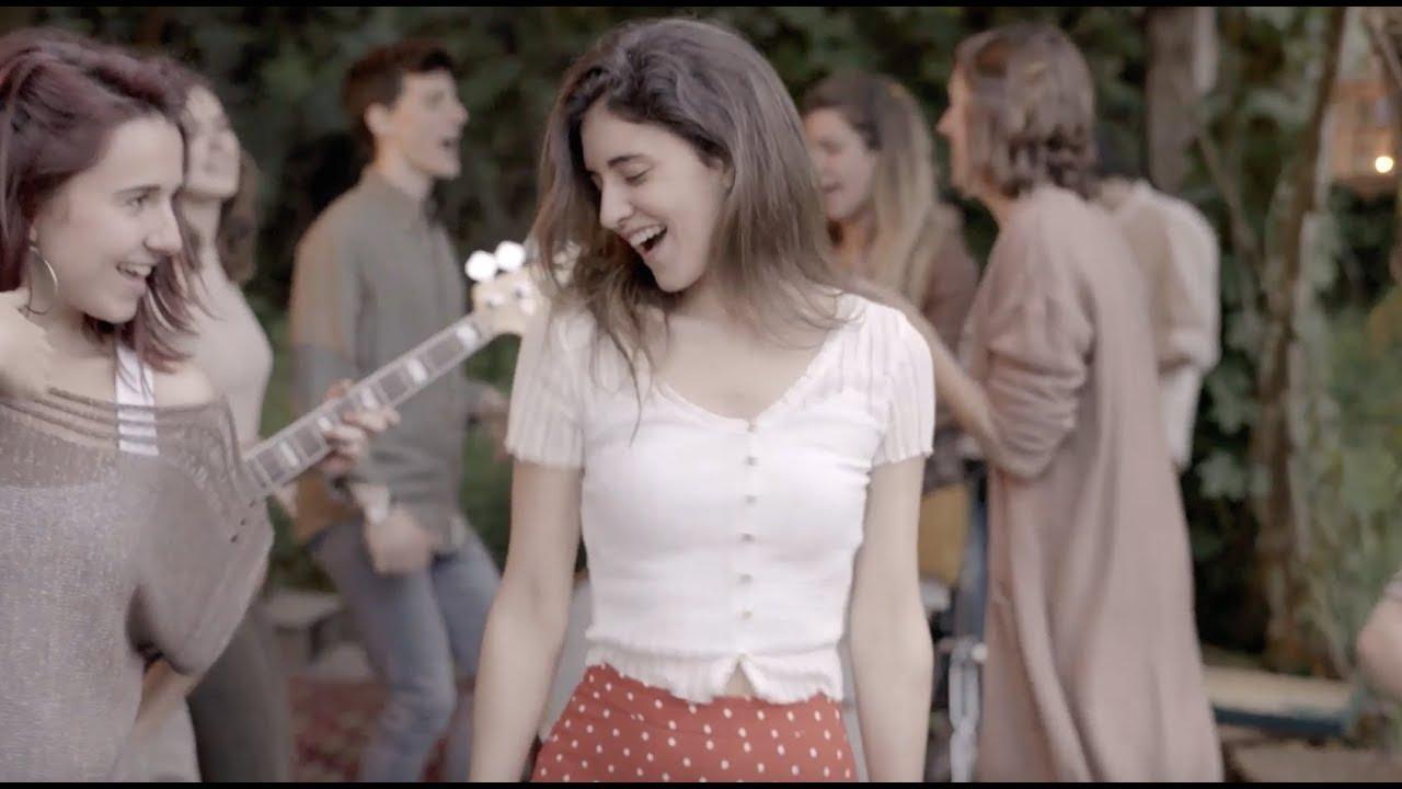 """Fa olor de tempesta d'estiu ... i això és precísament el que ens canta Izaro Andrés Zelaieta, una cantant i compositora basca. Ens porta el tema """"La Felicitat"""" i això és el que us desitgem en aquest dimecres amb possibilitat de ruixats o tempestes."""