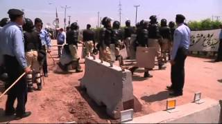 Musharraf home blocked by Pakistani riot police