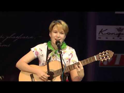 «Песенка Алисы» (В. Высоцкий). Исполняет Ксения Шабаева.