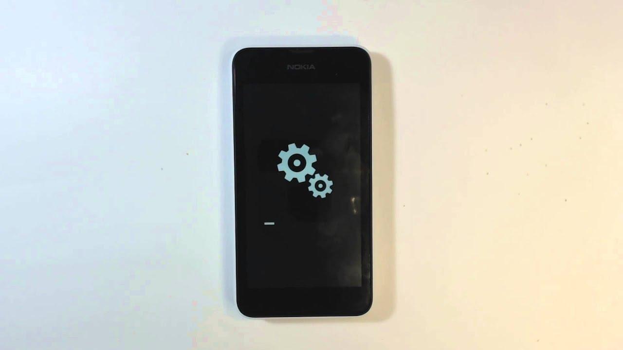 Inserimento di batteria, microSIM e microSD nel Nokia Lumia 620 .