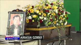 Family of AirAsia QZ8501 Crash Victim Holds Funeral Ceremony in East Java