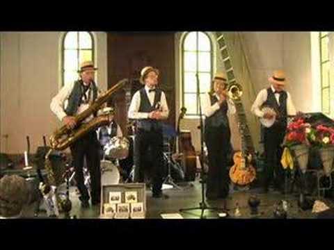 Dixieland Crackerjacks - Sweet Georgia Brown bass sax feature