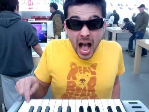 Apple Store Vivaldi - Joe Penna