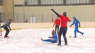 Скользкие матчи. Турнир по футболу на льду начался в Уссурийске