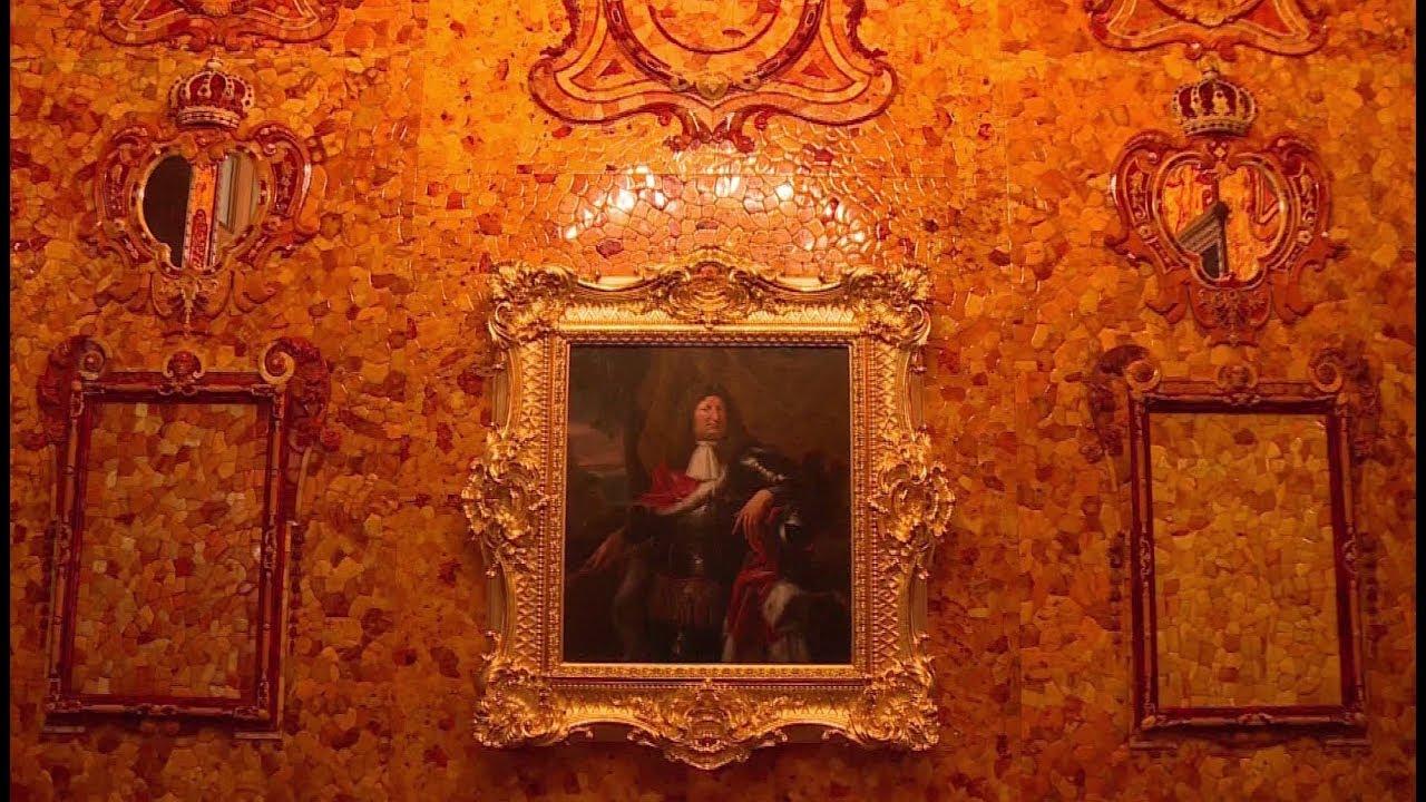 В Париже показывают янтарный кабинет Петра I